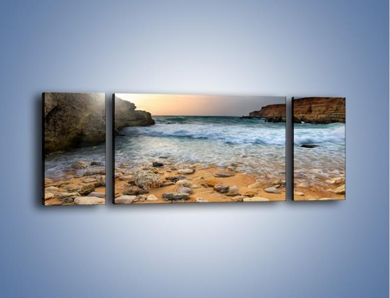 Obraz na płótnie – Kamienista plaża o poranku – trzyczęściowy KN043W5