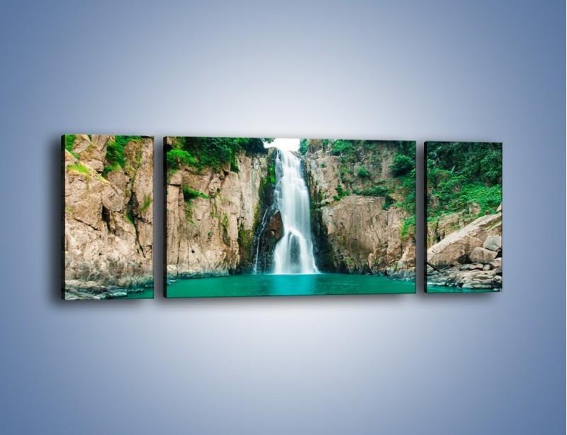 Obraz na płótnie – Skok ze skarpy do wody – trzyczęściowy KN1184AW5