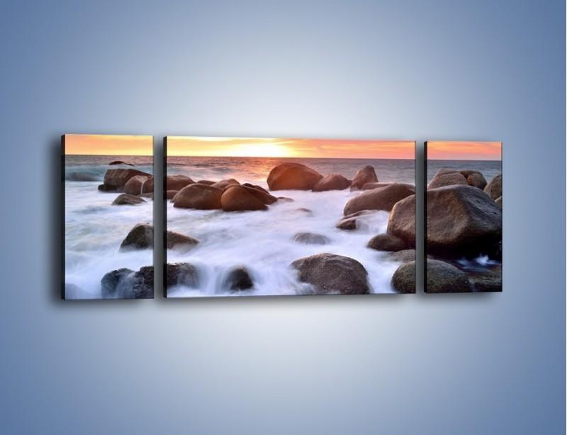 Obraz na płótnie – Kamienie zatopione w morzu – trzyczęściowy KN930W5