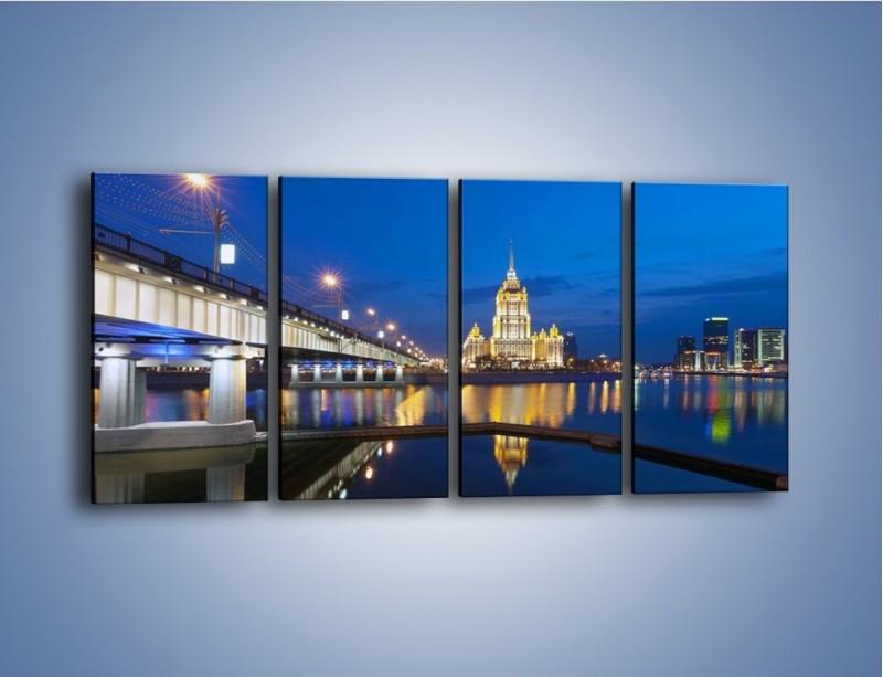 Obraz na płótnie – Oświetlony budynek mieniący się w tafli wody – czteroczęściowy AM119W1