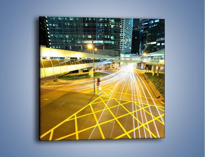 Obraz na płótnie – Droga na lotnisko w Japonii nocą – jednoczęściowy kwadratowy AM090