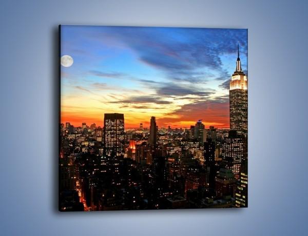 Obraz na płótnie – Pełnia księżyca nad zasypiającym miastem – jednoczęściowy kwadratowy AM096