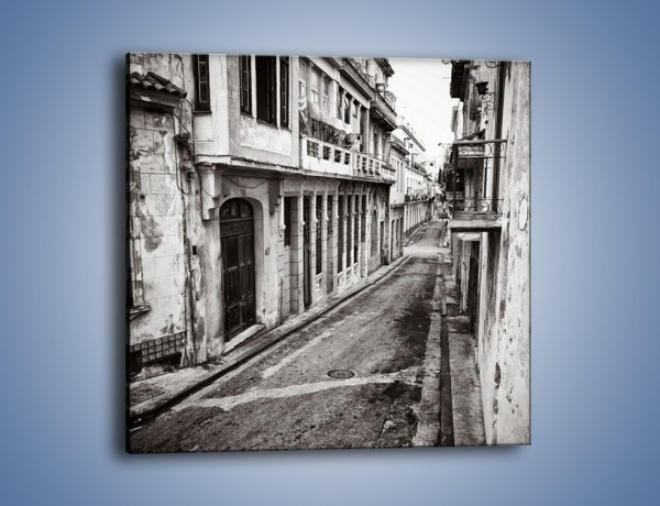 Obraz na płótnie – Urokliwa uliczka w starej części miasta – jednoczęściowy kwadratowy AM124