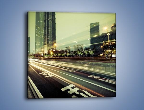 Obraz na płótnie – Uliczny ruch w świetle lamp w Tokyo – jednoczęściowy kwadratowy AM127
