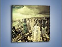 Obraz na płótnie – Ciemne chmury nad miastem – jednoczęściowy kwadratowy AM130