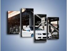 Obraz na płótnie – BMW E92 M3 Coupe pod starym mostem – czteroczęściowy TM088W2