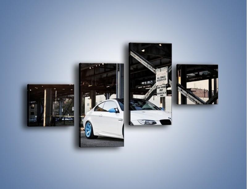 Obraz na płótnie – BMW E92 M3 Coupe pod starym mostem – czteroczęściowy TM088W3