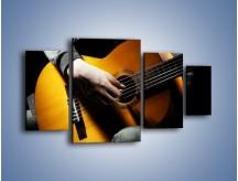 Obraz na płótnie – Chłopiec z gitarą – czteroczęściowy O109W4