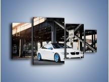 Obraz na płótnie – BMW E92 M3 Coupe pod starym mostem – czteroczęściowy TM088W4