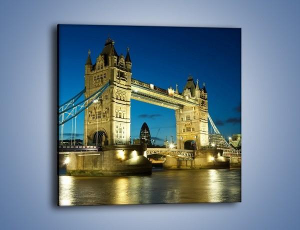 Obraz na płótnie – Tower Bridge wieczorową porą – jednoczęściowy kwadratowy AM159