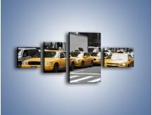 Obraz na płótnie – Amerykańskie taksówki w korku ulicznym – czteroczęściowy TM219W5