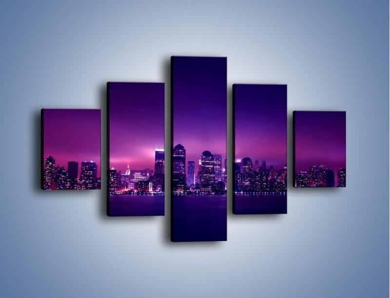 Obraz na płótnie – Wieżowce w odcieniach fioletu – pięcioczęściowy AM008W1