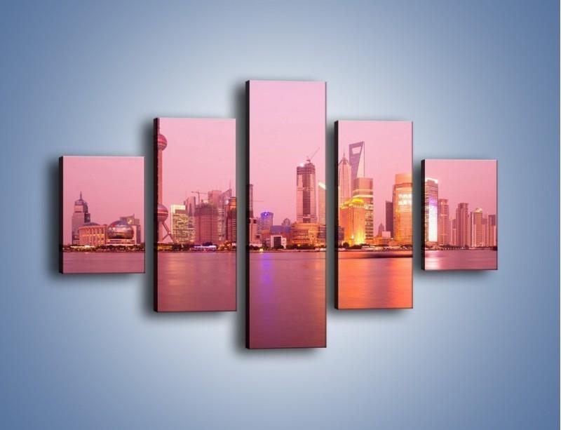 Obraz na płótnie – Miasto o poranku w odcieniach różu – pięcioczęściowy AM020W1