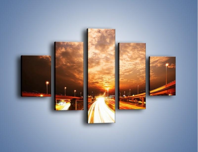 Obraz na płótnie – Oświetlona autostrada w ruchu – pięcioczęściowy AM021W1