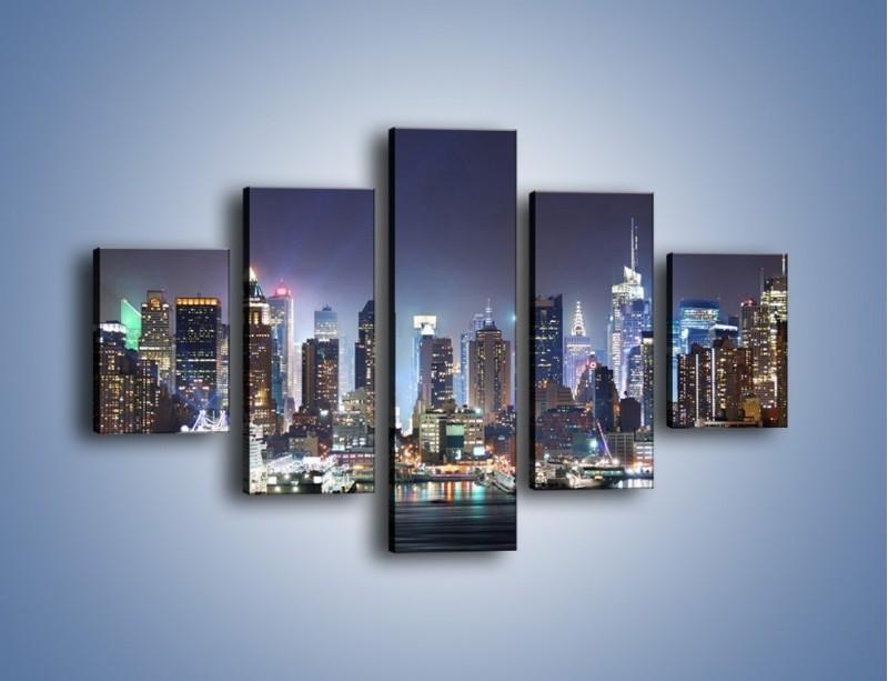 Obraz na płótnie – Oświetlone miasto nocą – pięcioczęściowy AM034W1