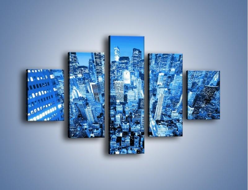 Obraz na płótnie – Centrum miasta w niebieskich kolorach – pięcioczęściowy AM042W1
