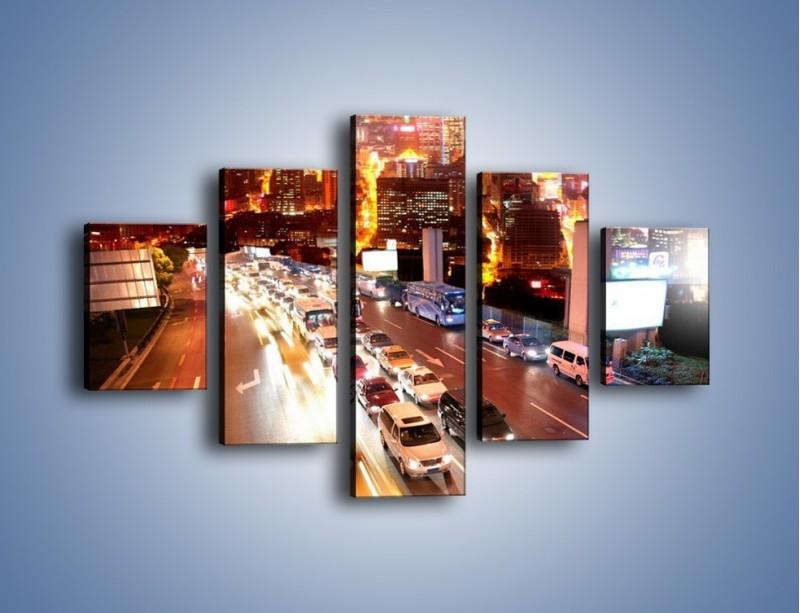 Obraz na płótnie – Wyjazd z zatłoczonego miasta – pięcioczęściowy AM080W1