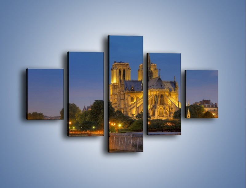 Obraz na płótnie – Kościół w świetle wieczornych lamp – pięcioczęściowy AM170W1