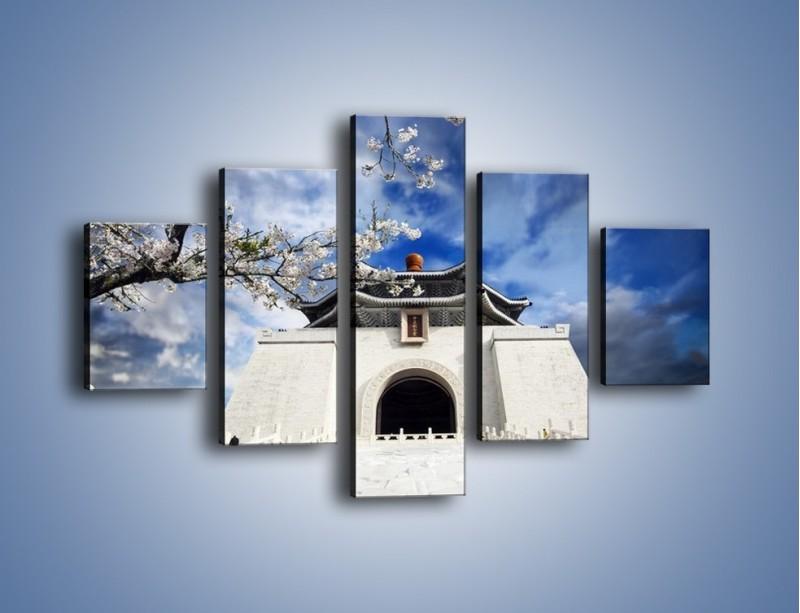 Obraz na płótnie – Azjatycka architektura z białymi kwiatami – pięcioczęściowy AM300W1