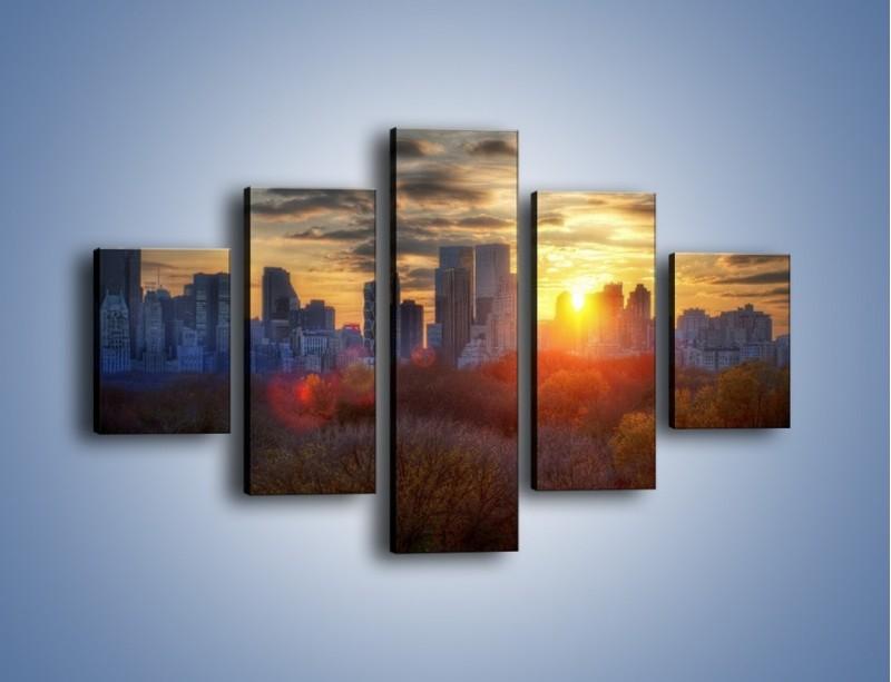 Obraz na płótnie – Wschód słońca nad miastem – pięcioczęściowy AM318W1