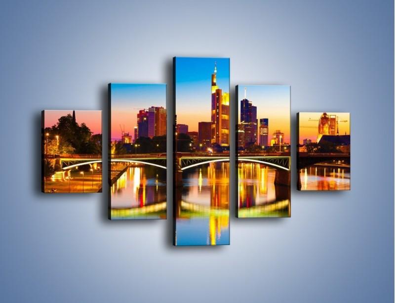 Obraz na płótnie – Oświetlony most we Frankfurcie – pięcioczęściowy AM416W1