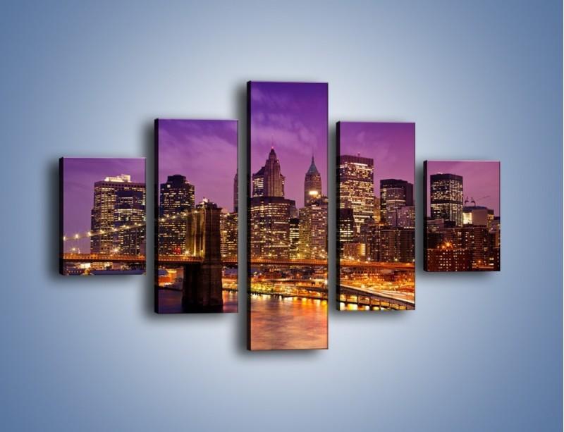 Obraz na płótnie – Nowy York pod fioletowym niebem – pięcioczęściowy AM434W1
