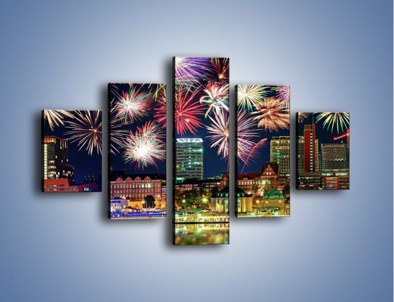 Obraz na płótnie – Noworoczne fajerwerki nad miastem – pięcioczęściowy AM452W1