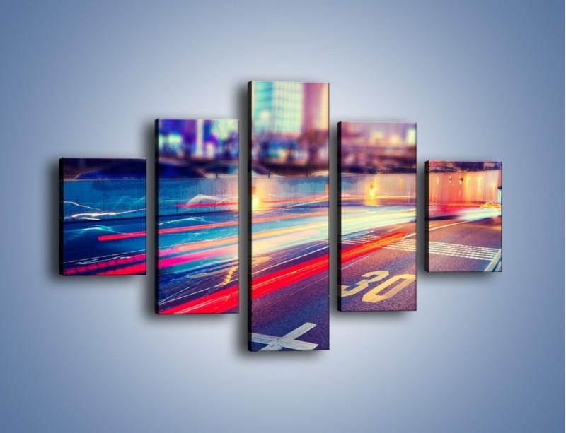 Obraz na płótnie – Ulica w ruchu świateł samochodowych – pięcioczęściowy AM482W1
