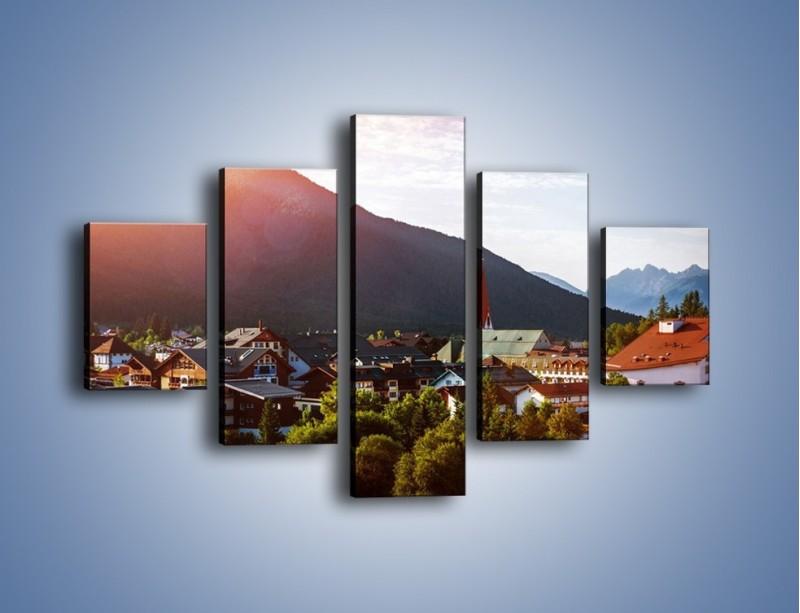 Obraz na płótnie – Austryjackie miasteczko u podnóży gór – pięcioczęściowy AM496W1