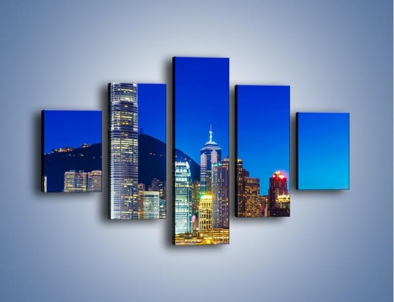 Obraz na płótnie – Oświetlone wieżowce Hong Kongu – pięcioczęściowy AM498W1