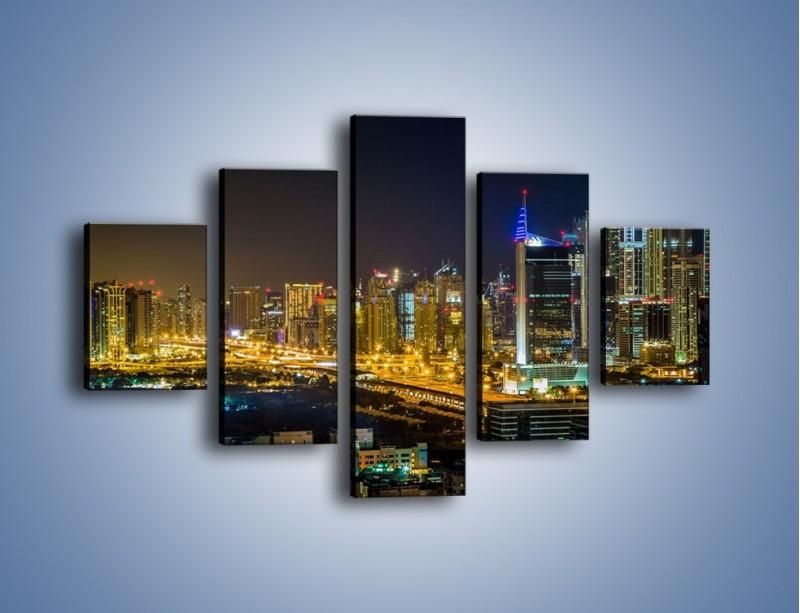 Obraz na płótnie – Oświetlony Dubaj nocą – pięcioczęściowy AM506W1