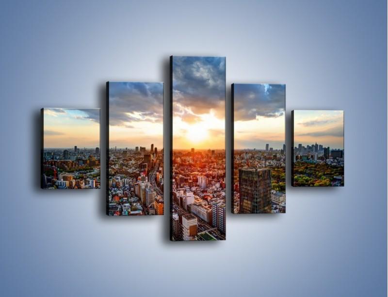 Obraz na płótnie – Panorama miasta o zachodzie słońca – pięcioczęściowy AM587W1