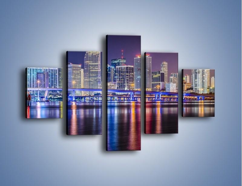 Obraz na płótnie – Światla Miami w odbiciu wód Biscayne Bay – pięcioczęściowy AM813W1