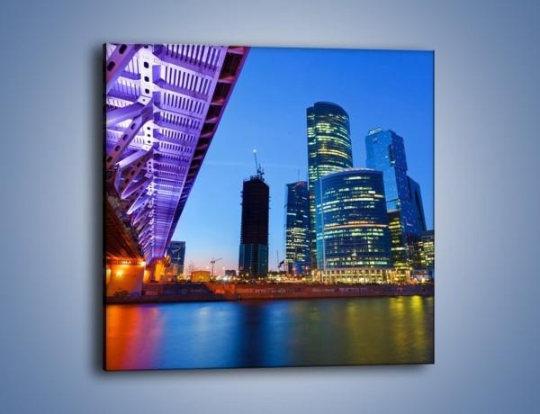 Obraz na płótnie – Kolorowy most nad rozświetloną rzeką – jednoczęściowy kwadratowy AM169