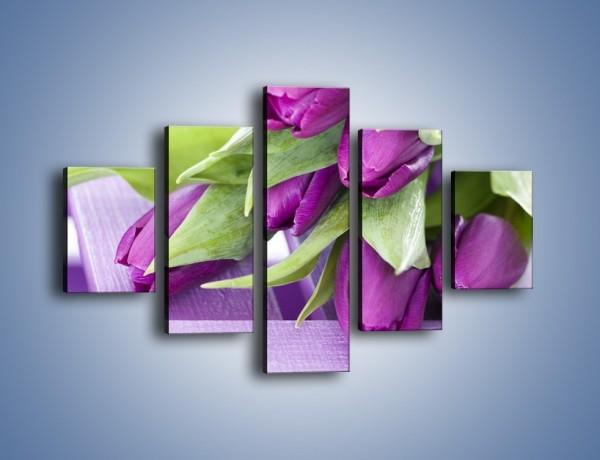 Obraz na płótnie – Tulipany na ogrodowym stole – pięcioczęściowy K439W1