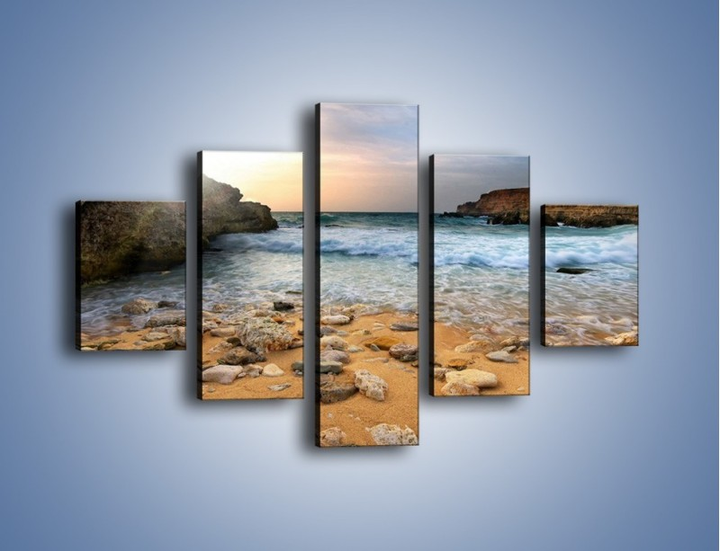 Obraz na płótnie – Kamienista plaża o poranku – pięcioczęściowy KN043W1