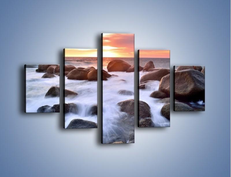 Obraz na płótnie – Kamienie zatopione w morzu – pięcioczęściowy KN930W1