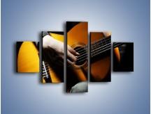 Obraz na płótnie – Chłopiec z gitarą – pięcioczęściowy O109W1