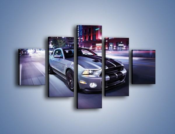 Obraz na płótnie – Ford Mustang Shelby GT500 na ulicy – pięcioczęściowy TM120W1