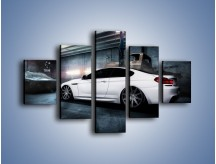 Obraz na płótnie – BMW M6 F13 w garażu – pięcioczęściowy TM165W1
