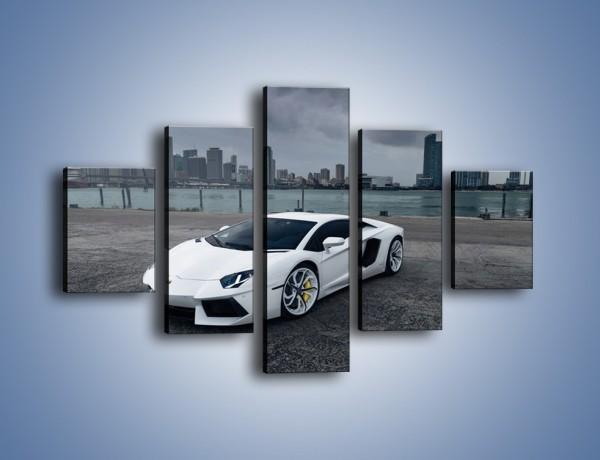 Obraz na płótnie – Lamborghini Aventador na tle miasta – pięcioczęściowy TM197W1
