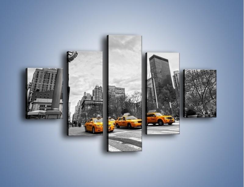 Obraz na płótnie – Żółte taksówki na szarym tle miasta – pięcioczęściowy TM225W1