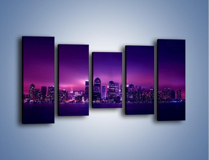 Obraz na płótnie – Wieżowce w odcieniach fioletu – pięcioczęściowy AM008W2