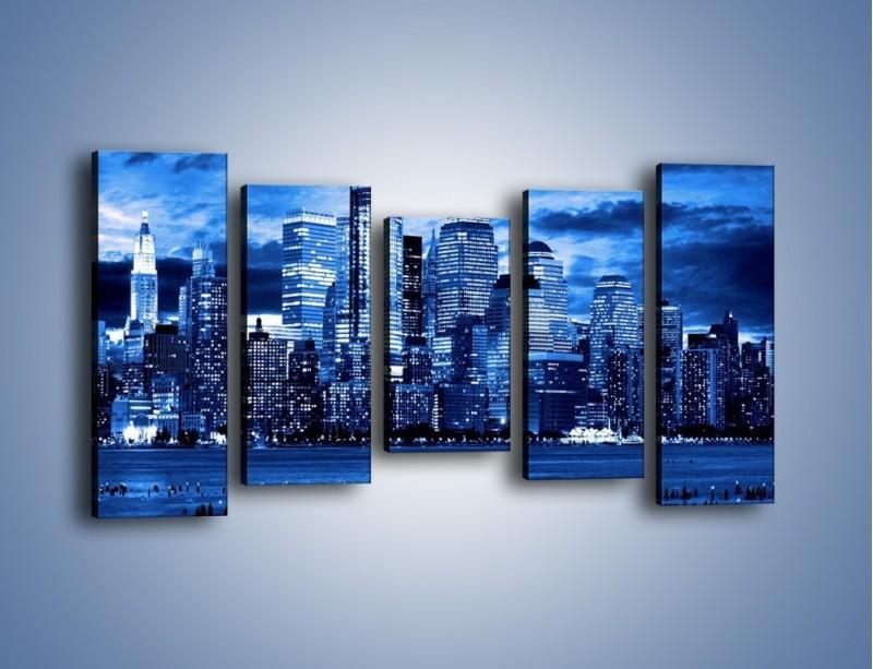 Obraz na płótnie – Wieżowce w odcieniach niebieskiego – pięcioczęściowy AM017W2