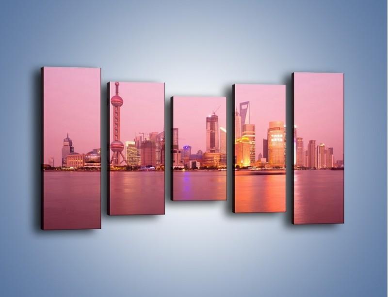 Obraz na płótnie – Miasto o poranku w odcieniach różu – pięcioczęściowy AM020W2