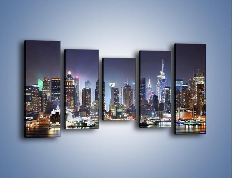 Obraz na płótnie – Oświetlone miasto nocą – pięcioczęściowy AM034W2