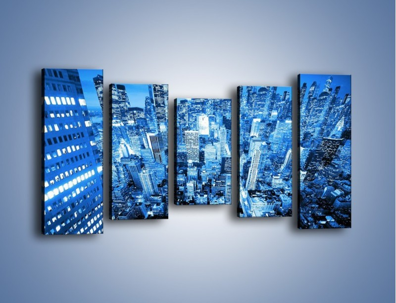 Obraz na płótnie – Centrum miasta w niebieskich kolorach – pięcioczęściowy AM042W2