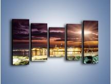 Obraz na płótnie – Błysk światła nad miastem wieczorową porą – pięcioczęściowy AM063W2