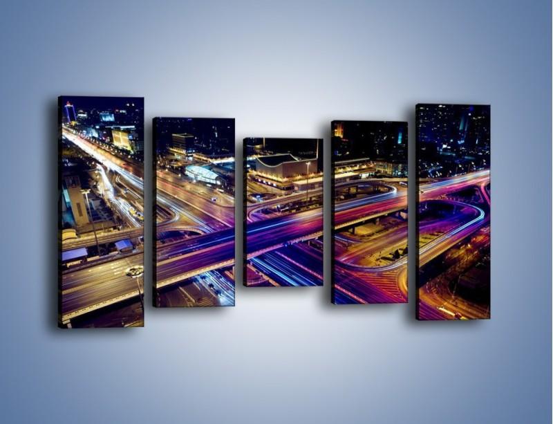 Obraz na płótnie – Skrzyżowanie autostrad nocą w ruchu – pięcioczęściowy AM087W2