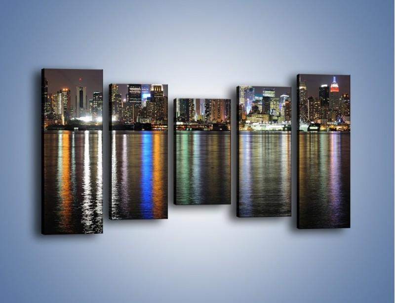 Obraz na płótnie – Światła miasta w lustrzanym odbiciu wody – pięcioczęściowy AM222W2
